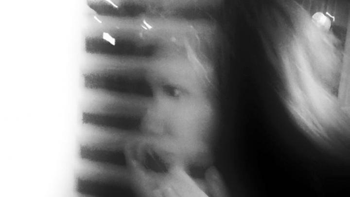 Dziewczyna w tramwaju fot. Piotr Kubic