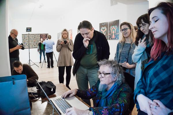 Tomek Sikora prowadzi warsztaty w krakowskiej Galerii Pauza